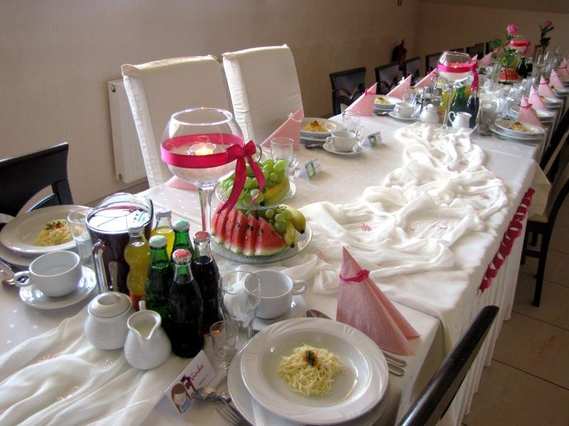 Dekoracja różowa sali weselnej