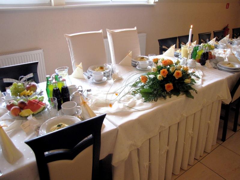 Sala weselna restauracji paradis w opolu - pomarańczowe akcenty