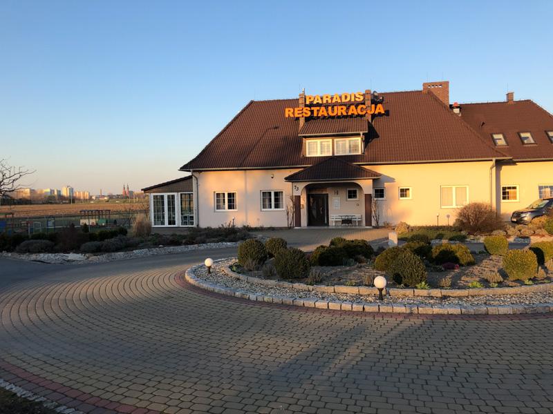 Restauracja Paradis w Opolu - widok z zewnątrz
