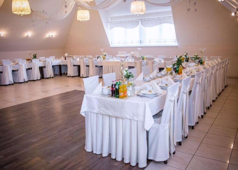 Sala weselna Opole - stoły w kształcie podkowy